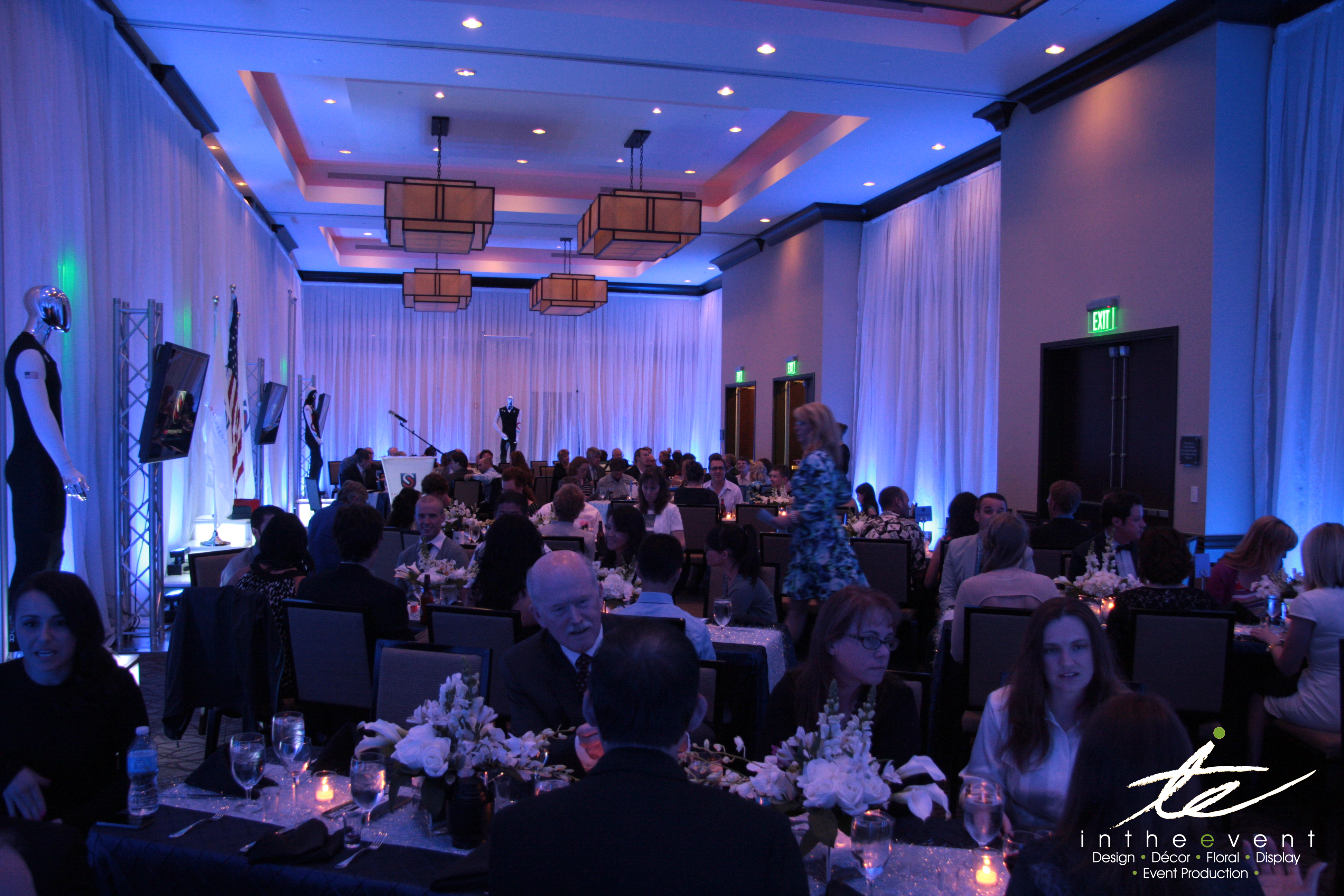 Modern event decor cool as ice for Award ceremony decoration ideas