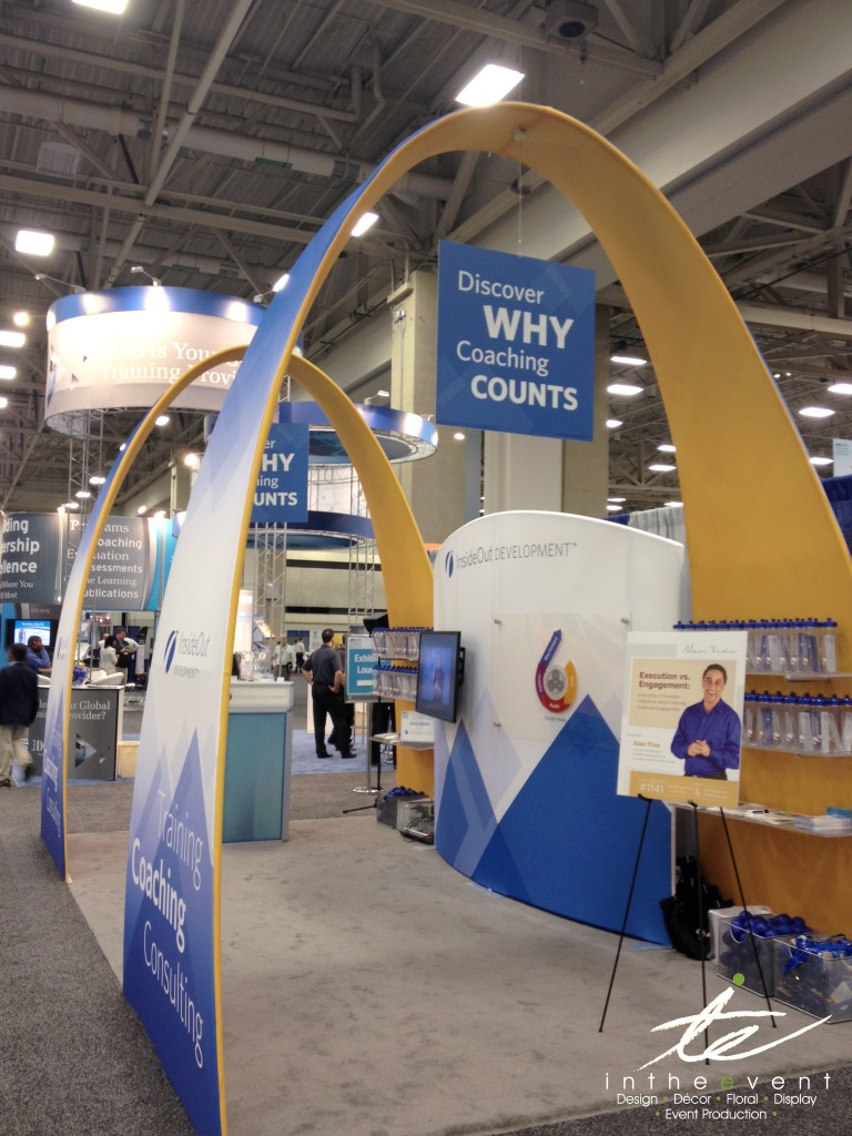 Spandex Booth with Arch and Curved Wall