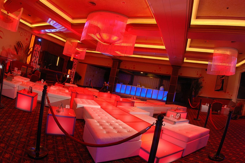red glow lounge