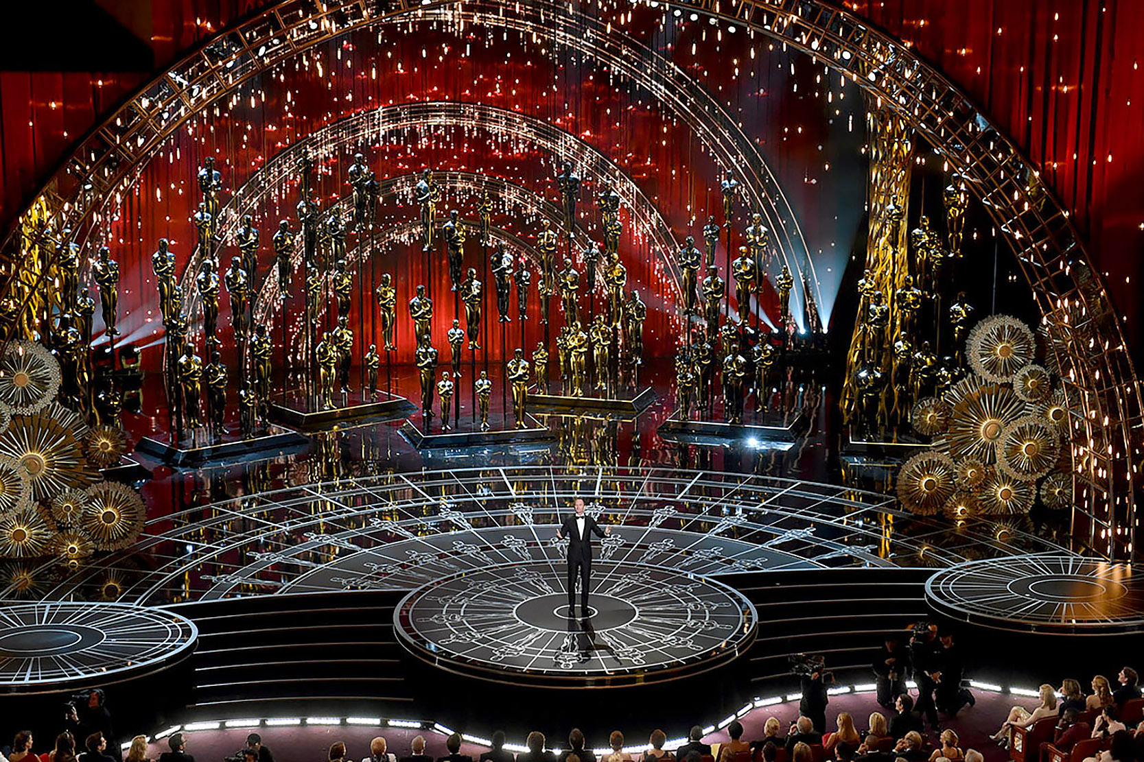 Oscars 2012 additionally Seven Decades Of Oscar Fashion besides 77543208 in addition Previous Miss World Priyanka Chopra To Present At 74th Golden Globes Awards 2017 moreover Matt Damon And Ben Affleck Strong Contenders To Host Oscars 2017. on oscar awards ceremony 2017