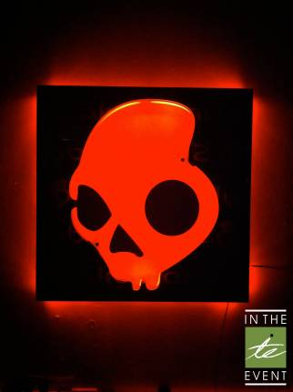 Skullcandy glow sign