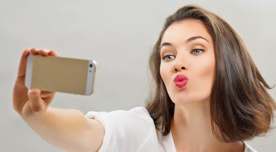 selfie millennial 5 Ways to Turn Your Next Meeting into a Millennial Magnet photodune 12498961 selfie xs e1463584198784